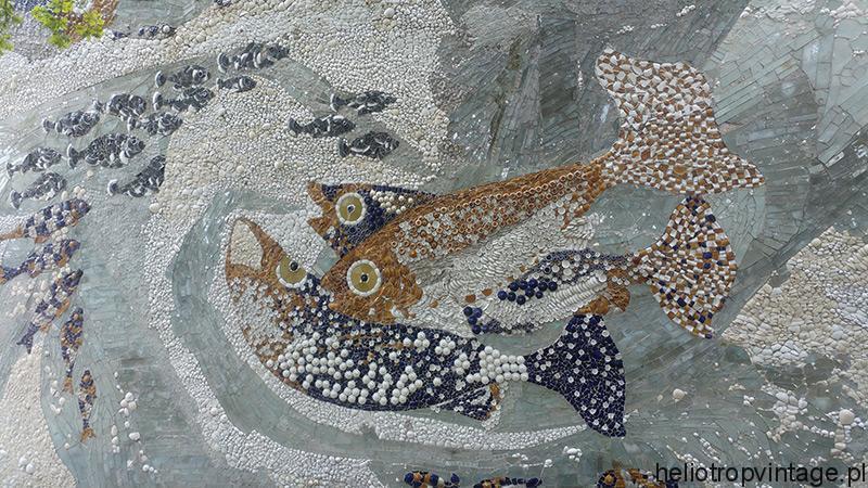 Mozaika z odpadów w Ustce