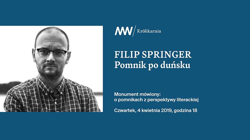 Filip Springer na wystawie Pomnik