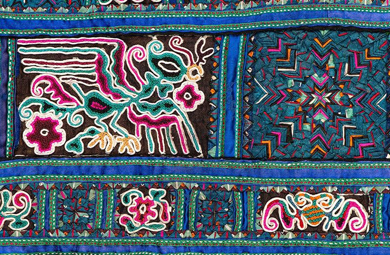 Hand Made in China. Batiki i hafty mniejszości etnicznych
